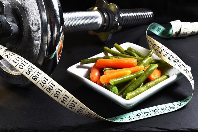 野菜とダンベルによって体重をコントロールする
